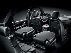 2010-Cadillac-Escalade-Int2-300-225