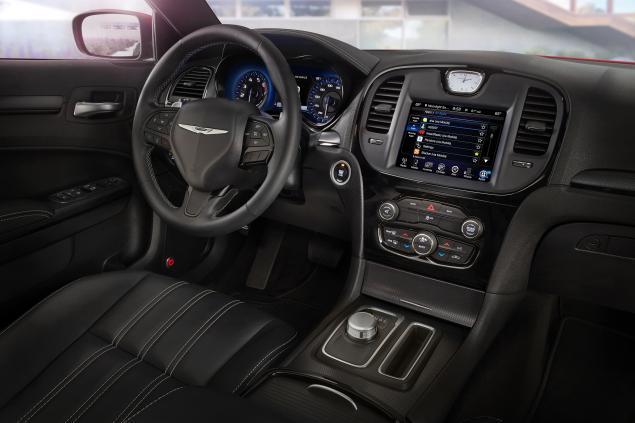 2015-chrysler-300s-interior